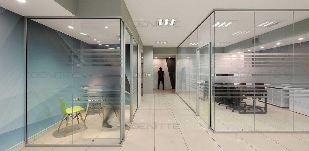 پارتیشن شیشه ای در پروژه همکاران سیستم